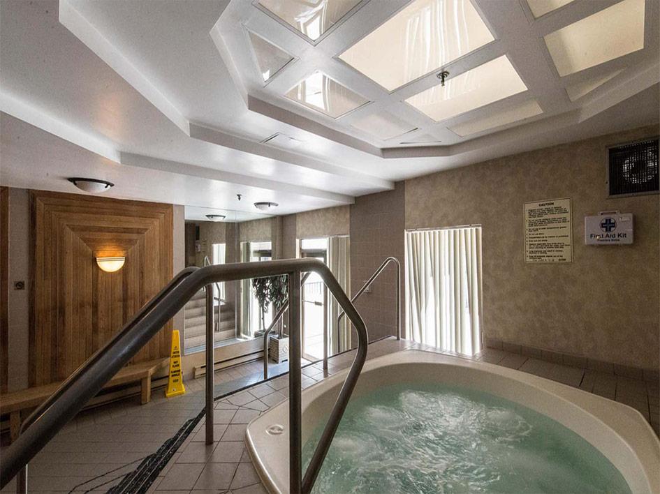 25Grenville-pool