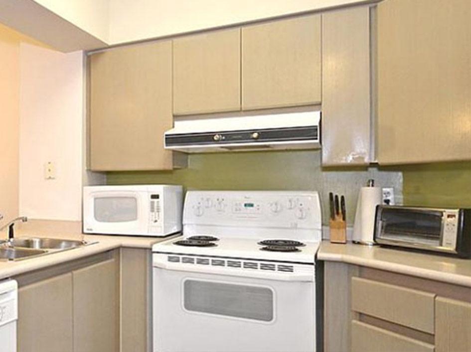 750-Bay-kitchen